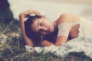 bohemian-bride-at-a-beach-wedding-bridal-gown-beauty-inspiration-13.original (1)