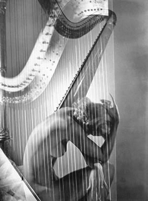 lisa_with_harp_b