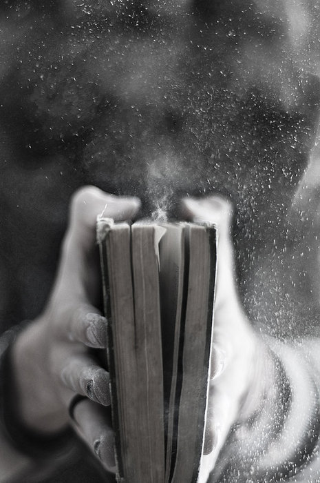 bampw-black-and-white-book-dust-old-Favim.com-286638